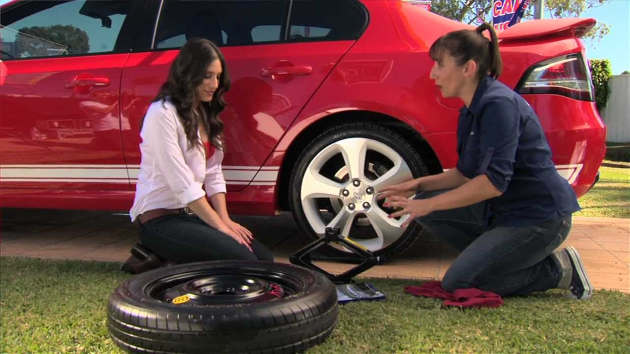 how to change your car tyre road runner tyre service. Black Bedroom Furniture Sets. Home Design Ideas